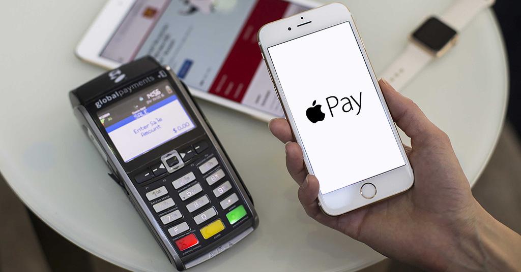 С помощью NFC в айфоне функцию оплаты можно активировать в Apple Pay